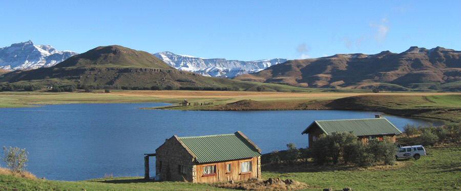 Both cottages that offer Accommodation on the banks of the dam. Crystal Waters Trout Fishing Underberg.